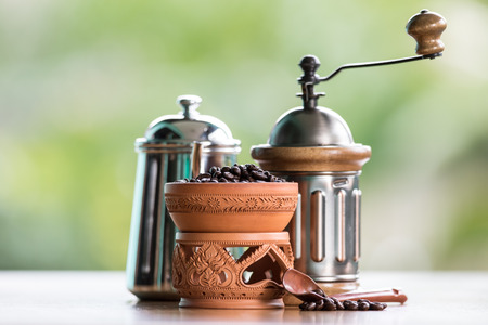 molinillo: viejo conjunto de molinillo de café de la vendimia