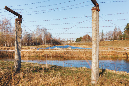 Dangerous area fenced with barbed wire fence. Banque d'images - 121043147