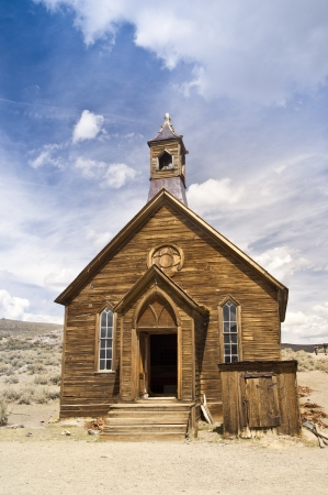 Authentic frontier church at the restored Eastern Sierra ghost town of Bodie, California 版權商用圖片 - 15386034