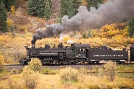 Colorado - September 30  The Durango   Silvertaon narrow guage railroad carries passengers through Rocky Mountain high country amid the fall colors  版權商用圖片 - 19108189
