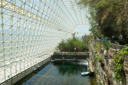 Interior of the Biosphere 2 Earth sciences laboratory where an ocean environment has been recreated for scientific study  版權商用圖片 - 19886710