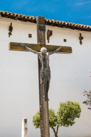san miguel arcangel: Crucifijo en la Misión de San Miguel Arcangel cementerio