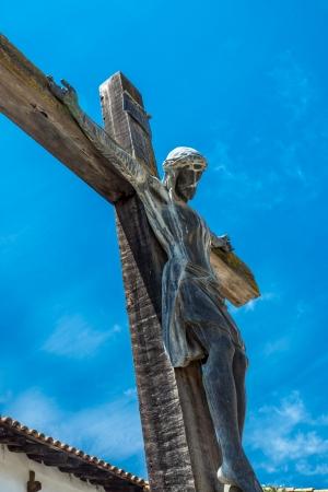 san miguel arcangel: Crucifijo en la Misi�n de San Miguel Arcangel cementerio