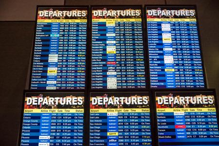 Las Vegas, NV - Jan. 9m 2016: Airline departure board from Las Vegas, to everywhere 新聞圖片