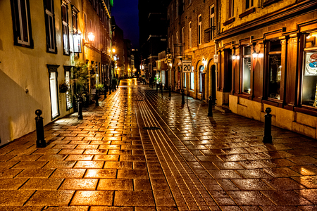 Quebec City, Quebec, Canada - Sept. 9, 2015:  Night brings a romantic character to the old stone buildings of historic Quebec City. Founded in 1608, Quebec remains a walled fortress 新聞圖片