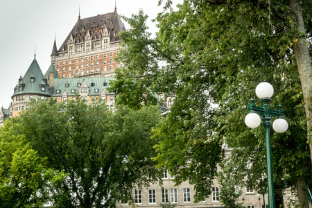 Quebec City, Quebec, Canada - Sept. 9, 2015: Designed by American architect Bruce price, the historic hotel is a Canadian landmark in Quebec City, overlooking the St. Lawrence river. 新聞圖片