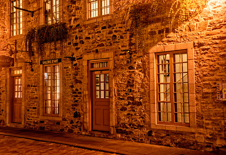 Quebec City, Quebec, Canada - Sept. 8, 2015:  Night brings a romantic character to the old stone buildings of historic Quebec City. Founded in 1608, 新聞圖片