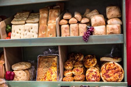 Artisan Tuscan style breads and rolls. 版權商用圖片 - 56240546
