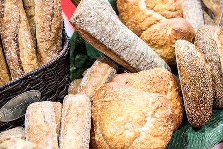 Artisan Tuscan style breads and rolls. 版權商用圖片 - 56240545
