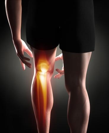 masaje deportivo: Man concepto de dolor en la rodilla Foto de archivo