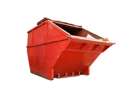 landfill site: Rosso bin di rifiuti industriali, isolato su bianco