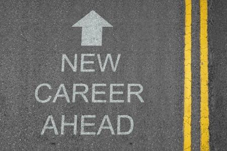 キャリア: 新しいキャリア先概念路面の矢印でマーク 写真素材
