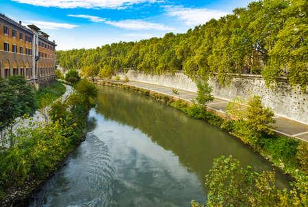 View from Fabricius' Bridge (Ponte Fabricio) at Tiber river in Rome, Italy 新闻类图片