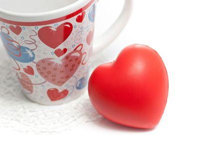 Valentines day mug and red 3d heart on white 版權商用圖片