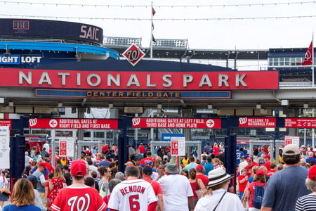 Washington D.C, USA - 4 July 2017: The fans walking into an early morning baseball game betweens the Natiionals and the Mets on the fourth of July 2017 Redactioneel