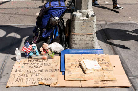 New York City, New York, USA - 15 August 2018: A homeless persons cardboard sign and belongings on the street in New York City. Publikacyjne