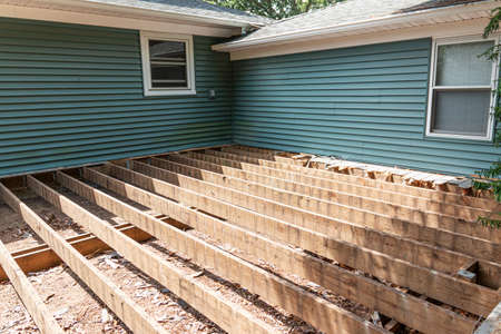 The base is set for a new deck to get composite meterial installed in a backyard. Imagens - 153885037