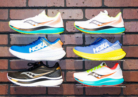 Smithtown, New York, USA - 28 August 2020: Six running shoes are on display on a wall of the Smithtown Running Company shoe store. Imagens - 154487550