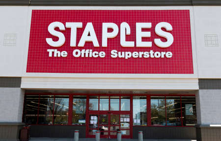 Bay Shore, NEw York, USA - 25 APril 2020: The entrance of a Staples office supply store in a strip mall. Editorial