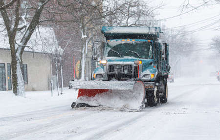 A snowplow clearing a main road in Babylon Village New York during an early February snow storm. Zdjęcie Seryjne