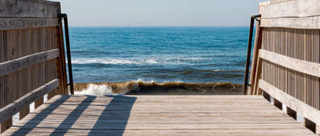 View of the ocean from on top of the wooden walkways built over the sand dunes on Fire Island as an entrence to get to the beach. Stockfoto