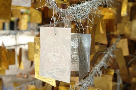 talism�n: Talisman oro y la plata para el budismo adorar en Tailandia