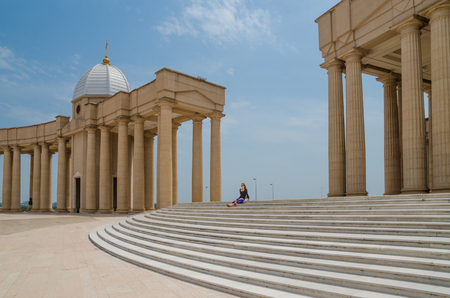Yamoussoukro, Ivory Coast - February 01 2014: Famous landmark Basilica of our Lady of Peace, African Christian cathedral Éditoriale