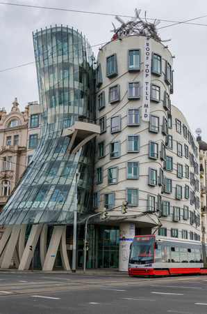 The modern architecture Dancing House in Prague on overcast day Imagens - 117052433