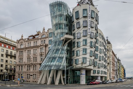 The modern architecture Dancing House in Prague on overcast day Redactioneel