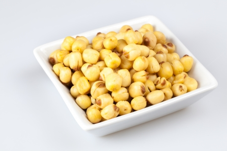 graine lotus: Graines de lotus sec dans le carr� blanc plaque de forme
