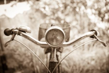 decorated bike: Vecchia bicicletta con sfondo sfocato Archivio Fotografico