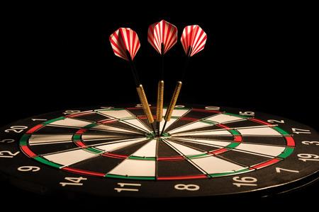 darts arrows in the target center Standard-Bild