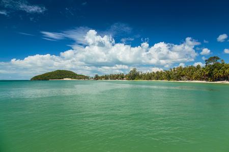 Im Blick auf das Meer und die Natur Schöne Standard-Bild - 68600904