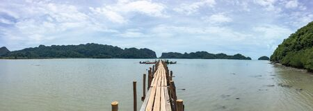 Talet Bay wooden bridge in khanom Reklamní fotografie