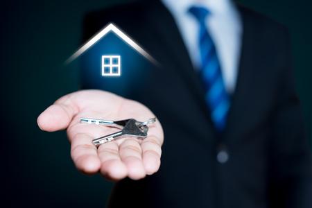 Immobilienmakler Standard-Bild - 95473786
