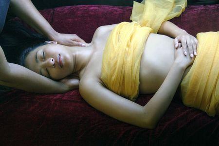 massaggio collo: Massaggio del collo di Sensual e giorno del corpo dellinvolucro della stazione termale del Valentine di distensione di trattamento Archivio Fotografico