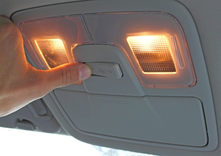lampe: turn on light switch in the car, with hand