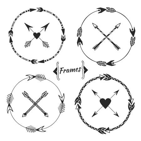 bow arrow: Conjunto de bastidores de flecha, en la frontera tribal. Colecci�n garabato �tnico con elementos decorativos, marcos redondos y p�ginas divisores. Ilustraci�n dibujados a mano de la tinta para la invitaci�n, boda, tarjetas de felicitaci�n y dise�o web