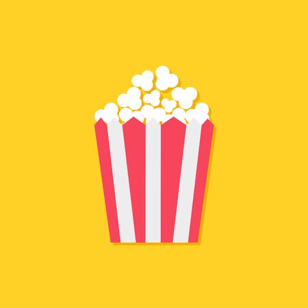 Icona di popcorn. Simbolo del segno di cinema in stile design piatto. Confezione di carta a righe bianche e rosse a righe. Sfondo giallo Illustrazione vettoriale