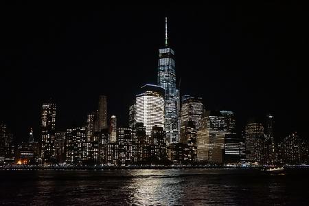 city park skyline: Brooklyn Bridge New York Manhattan Hudson River .