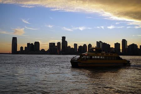 Skyline New York Manhattan Hudson River Light .