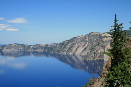 crater lake: Crystal blue water at Crater Lake, Orgeon