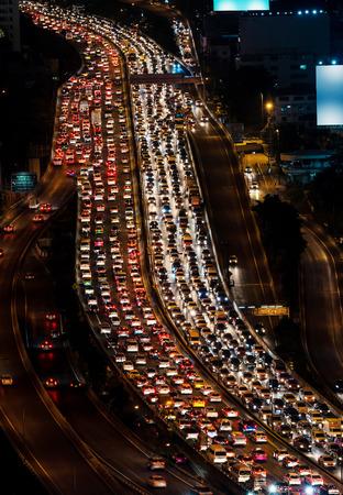 mermelada: Atasco de tr�fico en la manera expresa Bangkok, Tailandia