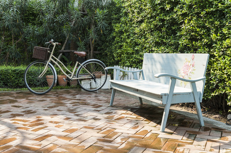 decorated bike: vintage bench and bicycle in garden Stock Photo