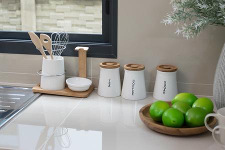 moderne pantry met gebruiksvoorwerp in de keuken Stockfoto