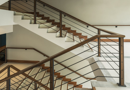 staircase with wooden rail in a modern building Standard-Bild