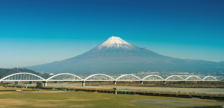 ponte giapponese: mountain fuji and fuji river from shizuoka prefecture