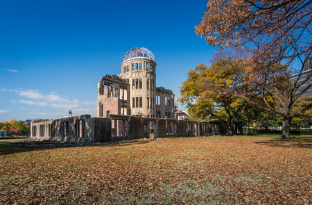 bombe atomique: The Atomic Bomb Dome or Genbaku Dome is the Nuclear Memorial at Hiroshima , Japan Banque d'images