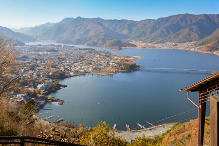 lake dwelling: View of Kawaguchi lake and village seen from Kawaguchiko Tenjoyama Park Mt. Kachi Kachi Ropeway Stock Photo