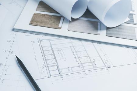 Architekturzeichnungen Papier mit Farbe und Materialproben für den Bau
